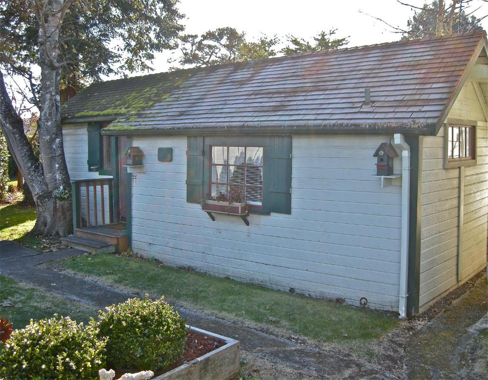 The old tower house bed breakfast coos bay - The house in the old franciscan tower ...