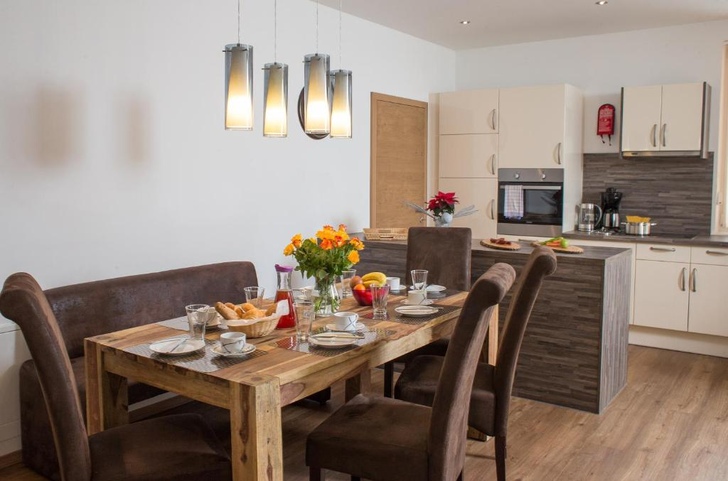 Appartement living sch nwies zell am see book your for Living room zell am see
