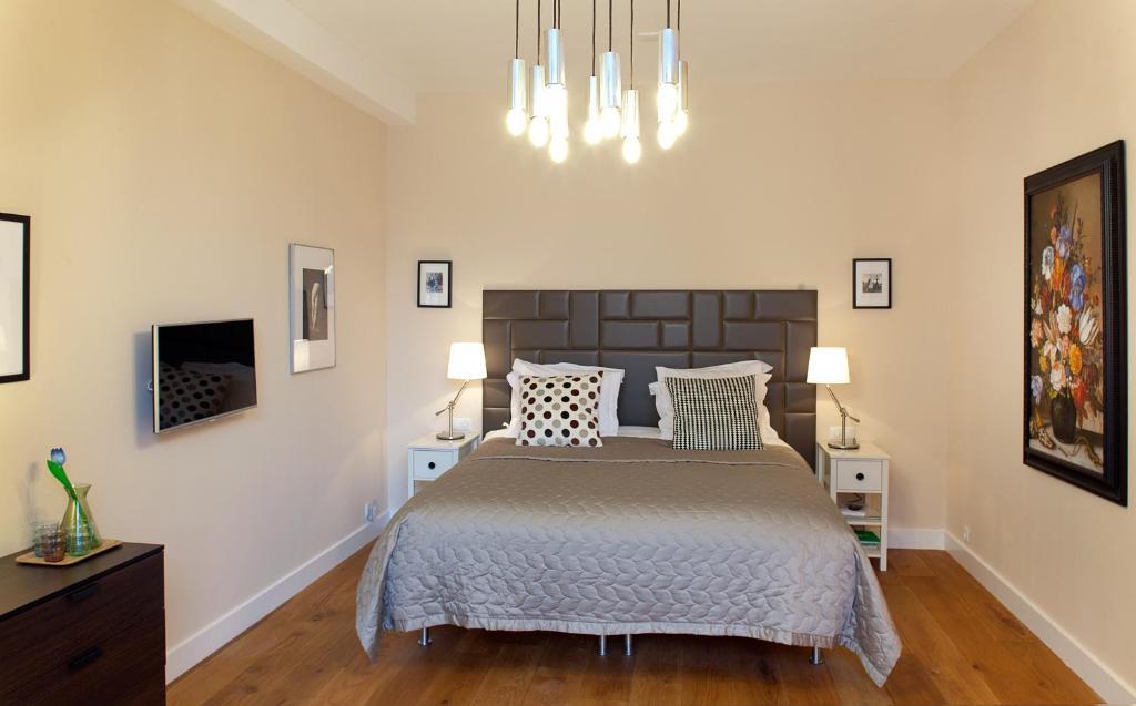 מיטה או מיטות בחדר ב-Blue Tulip Amsterdam