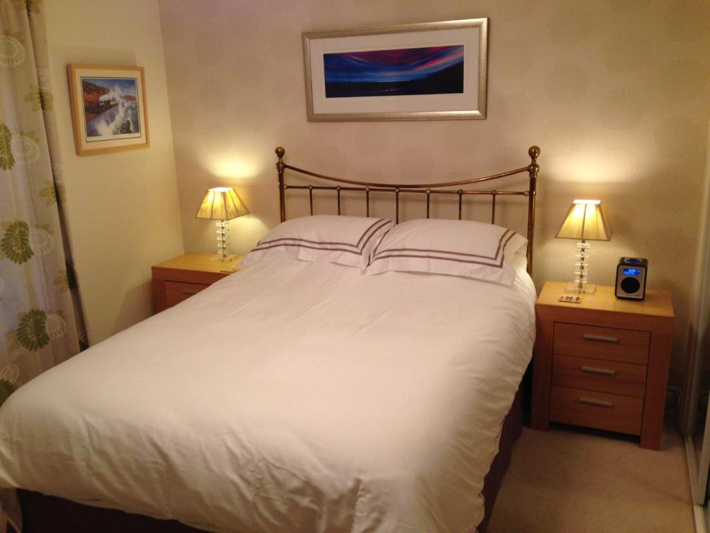 Apartment 9 great cliff dawlish uk for 10 10 bedroom designs