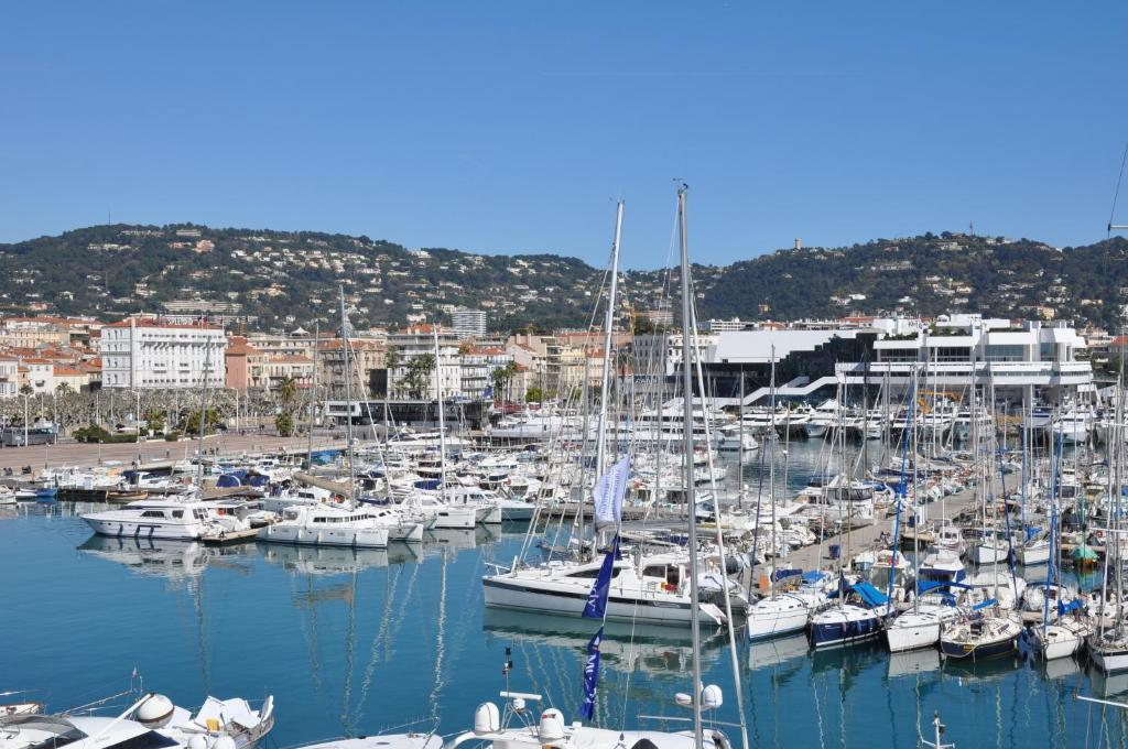 Hotel splendid cannes online booking viamichelin for Hotels cannes