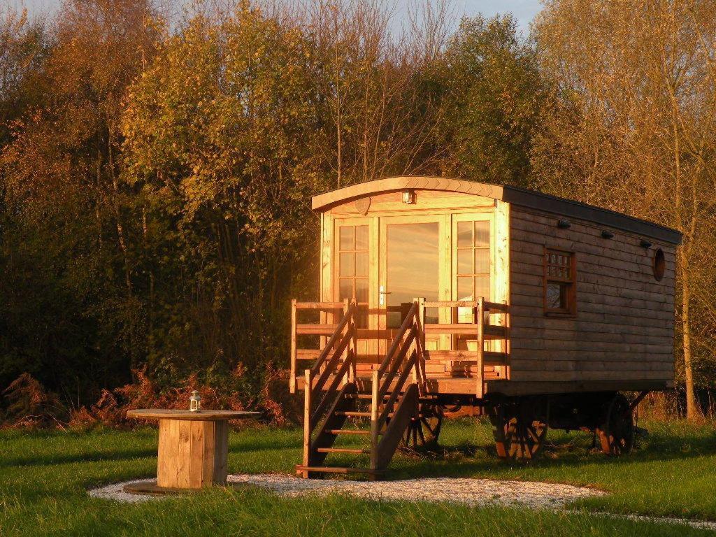 Roulotte cabane de la vallette goderville online for Cabane de jardin suisse