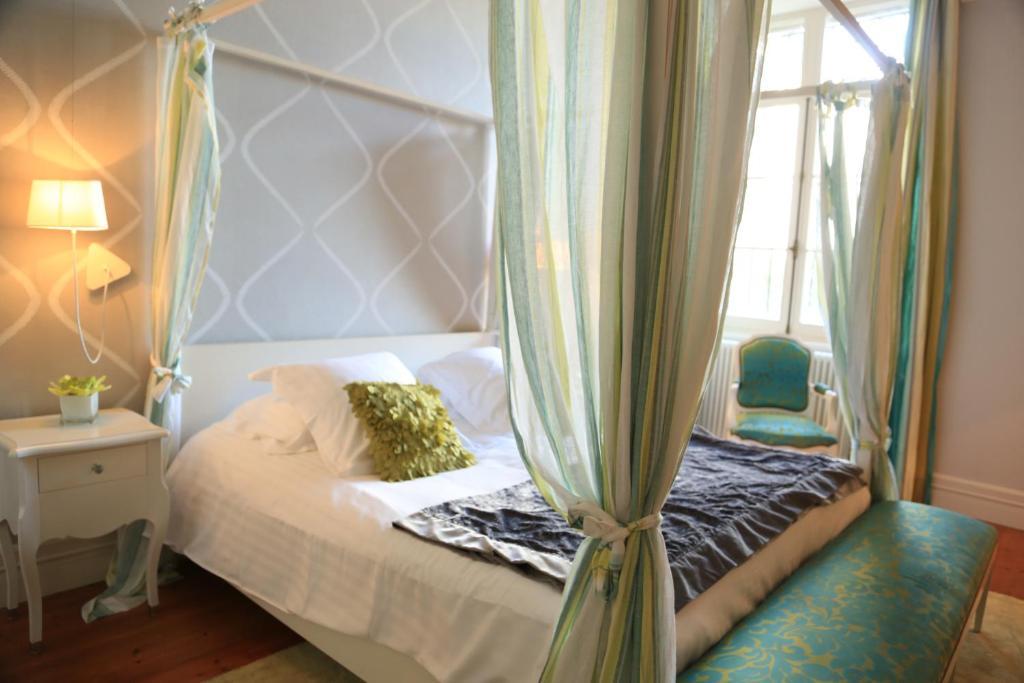 ch teau de courtebotte castillon la bataille book your. Black Bedroom Furniture Sets. Home Design Ideas