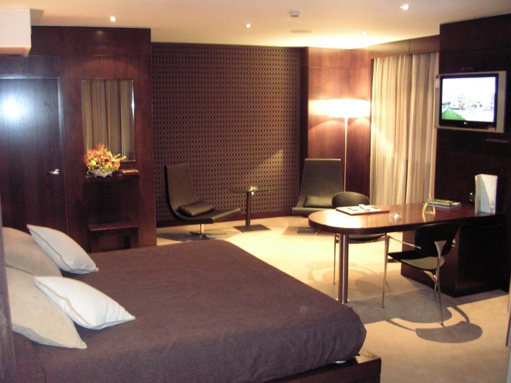 Giường trong phòng chung tại Hotel Francisco II