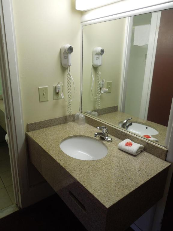 Red Carpet Inn Syracuse Airport North Syracuse View Deal