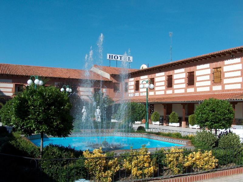 Hotel labrador navalcarnero reserva tu hotel con for Habitaciones familiares lisboa