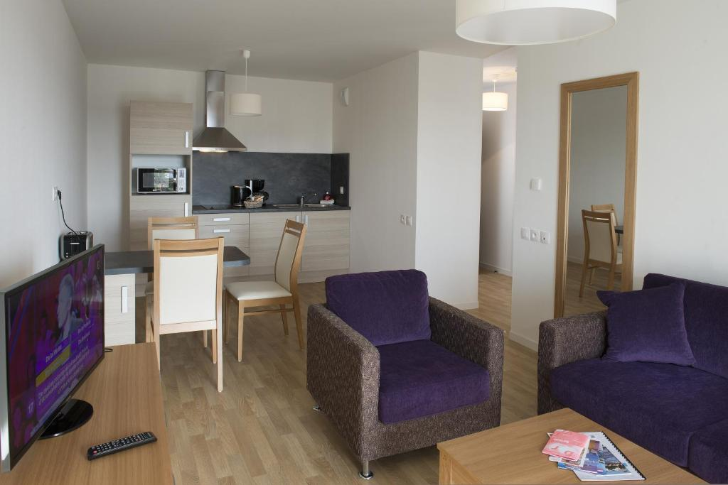 Domitys le galion d 39 or royan for Royan appart hotel
