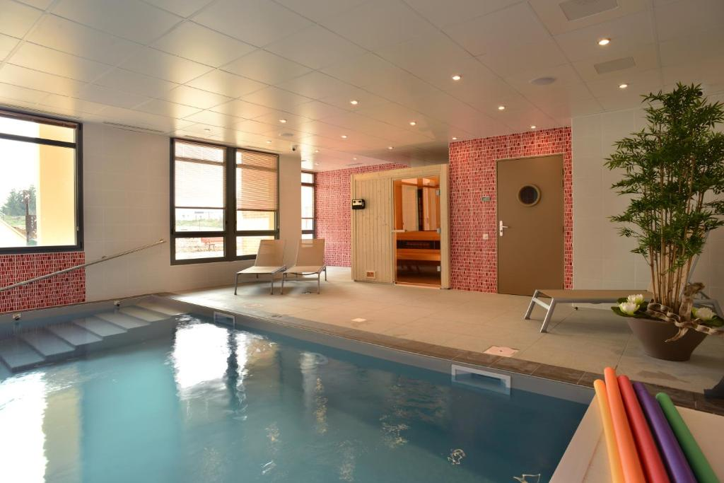 Domitys le c teau d 39 argent appart 39 hotels saint doulchard for Appart hotel a bourges