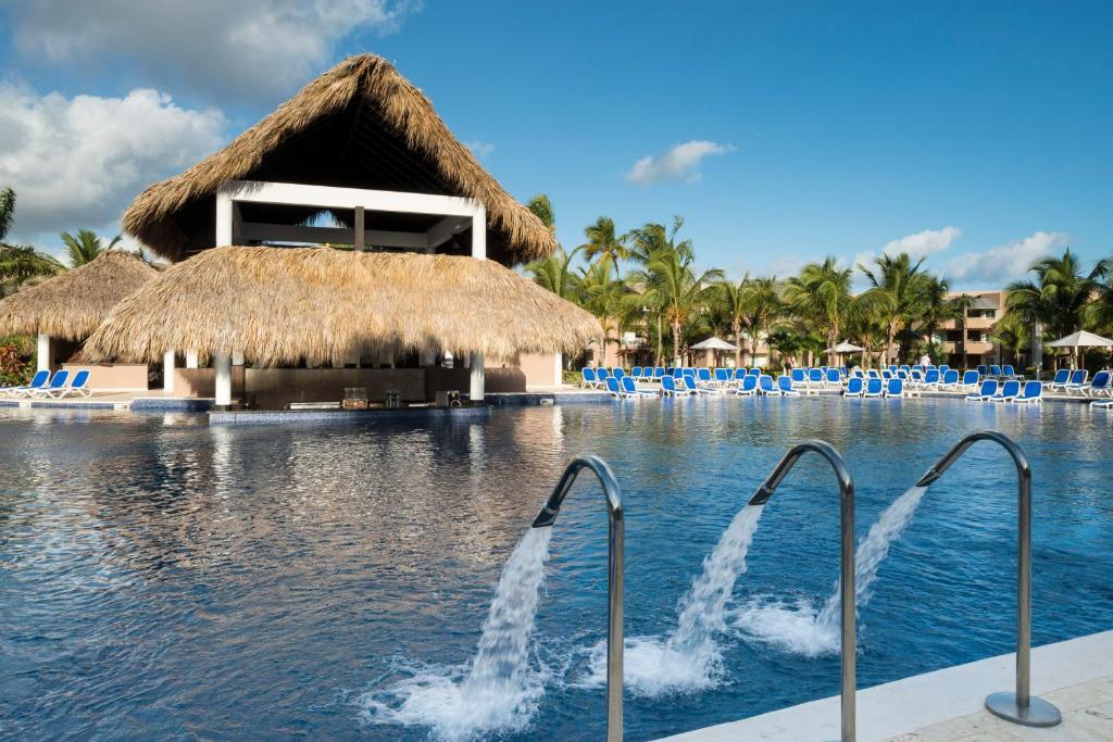 La pileta dentro o cerca de Royalton Punta Cana Resort & Spa
