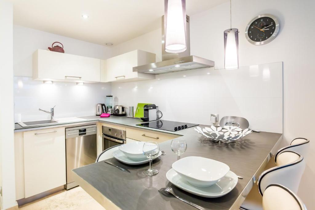 Appartement ozanam locations de vacances lyon - Ustensiles de cuisine lyon ...