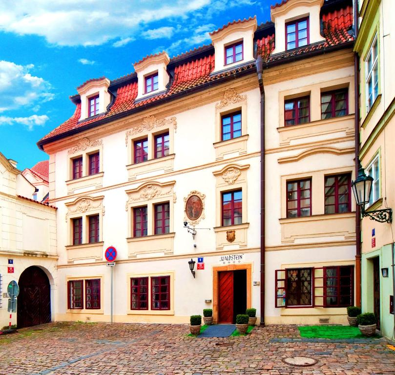 Hotel waldstein prague online booking viamichelin for Hotel reservation in prague