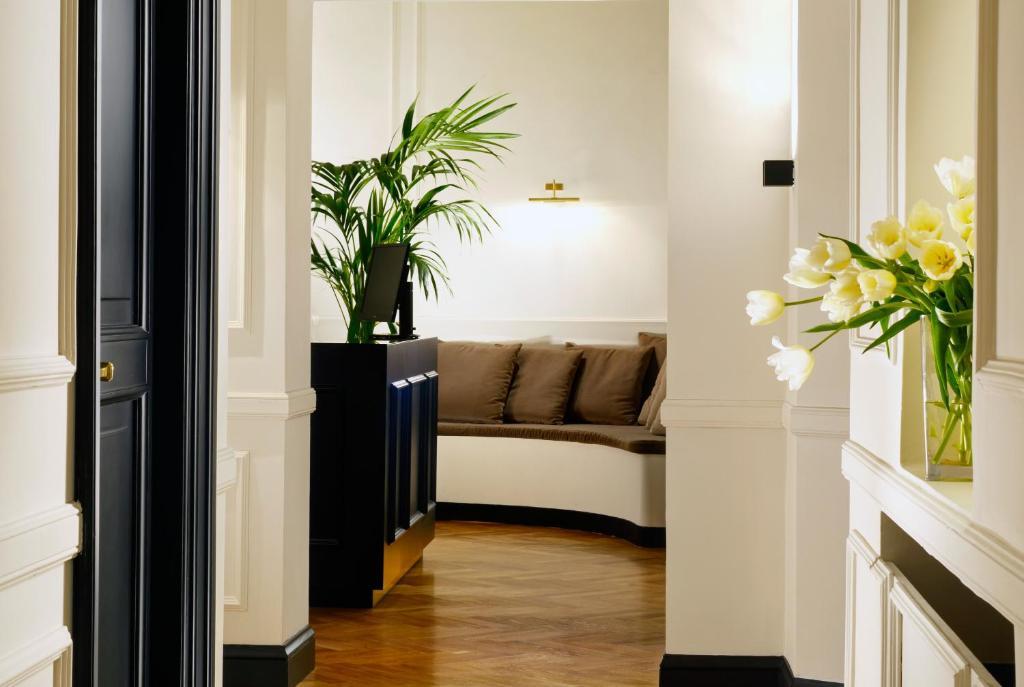 splendor suite rome chambres d 39 h tes rome. Black Bedroom Furniture Sets. Home Design Ideas