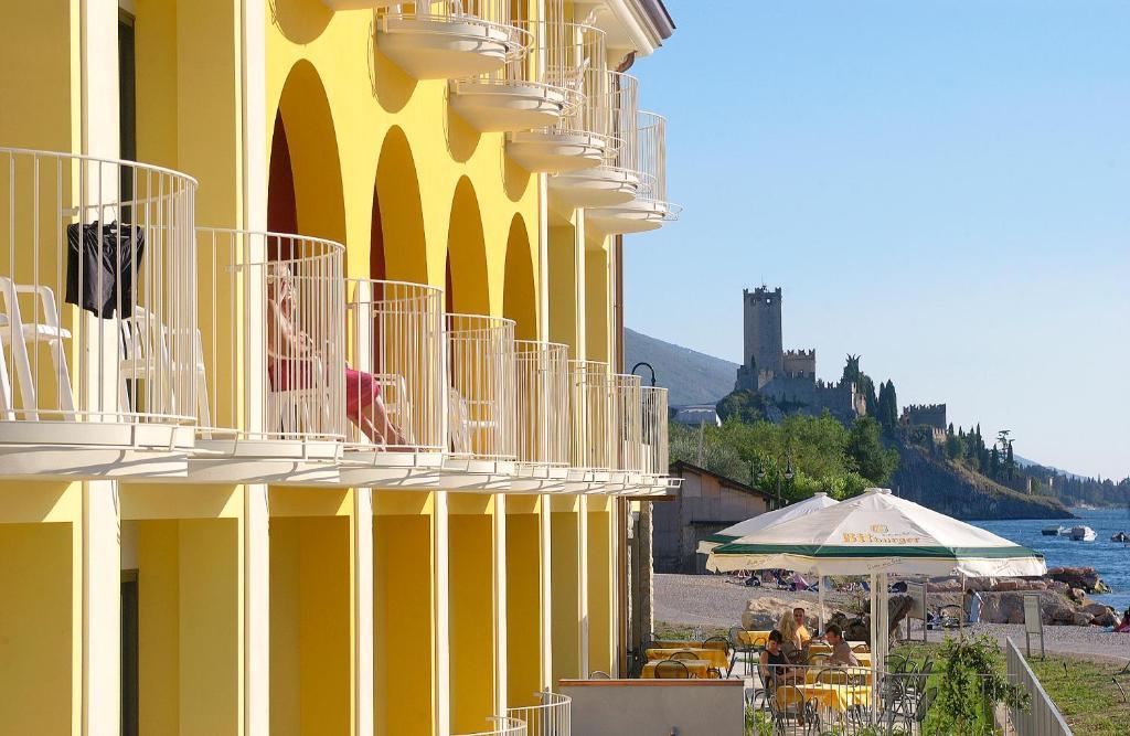 Hotel europa malcesine prenotazione on line viamichelin - Hotel con piscina coperta riva del garda ...