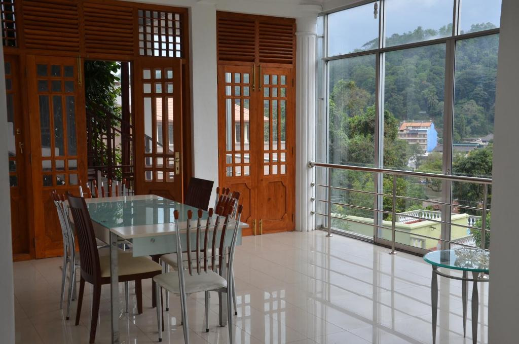 Suisse view residence kandy reserva tu hotel con for Sri lanka window design