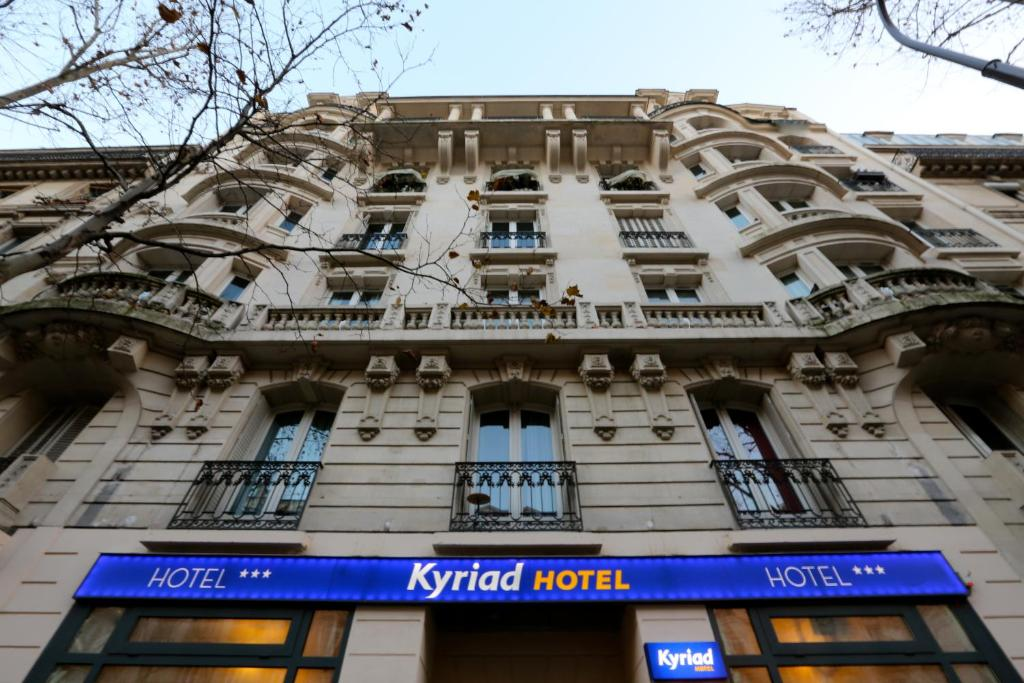 Kyriad paris 18 porte de clignancourt montmartre - Parking porte de clignancourt paris 18 ...