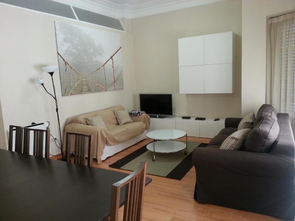 Apartamentos turia valencia reserva tu hotel con for Habitaciones familiares valencia