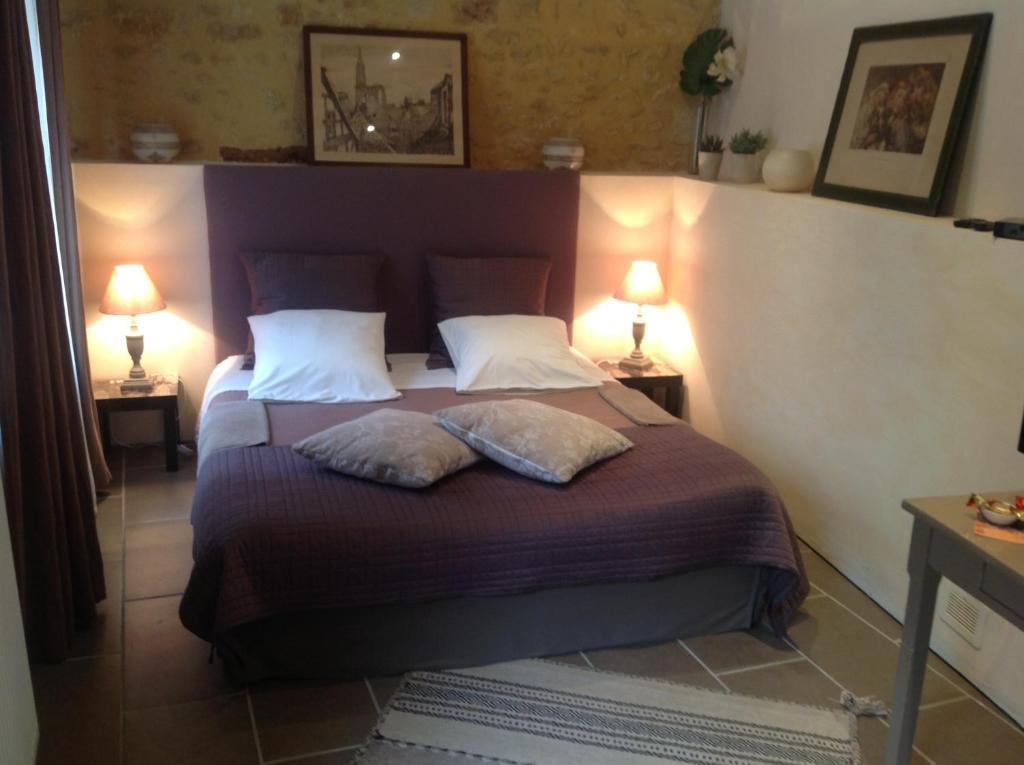 chambres d 39 h tes sarlat c t jardin chambres d 39 h tes sarlat la can da. Black Bedroom Furniture Sets. Home Design Ideas