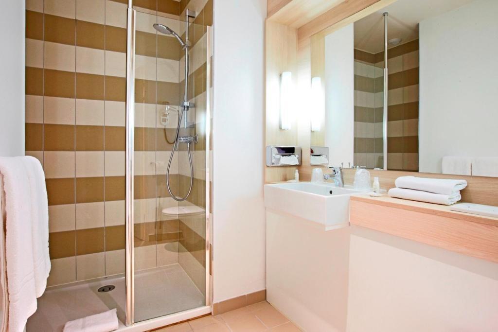kyriad douai douai prenotazione on line viamichelin. Black Bedroom Furniture Sets. Home Design Ideas