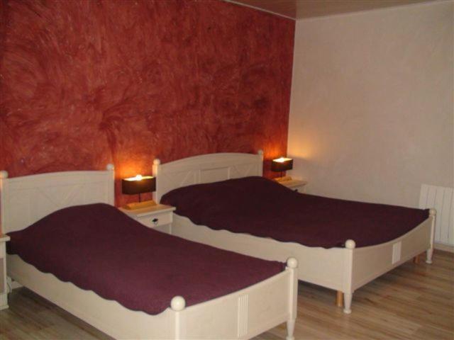 chambres d 39 h tes la r vaillante r servation gratuite sur viamichelin. Black Bedroom Furniture Sets. Home Design Ideas