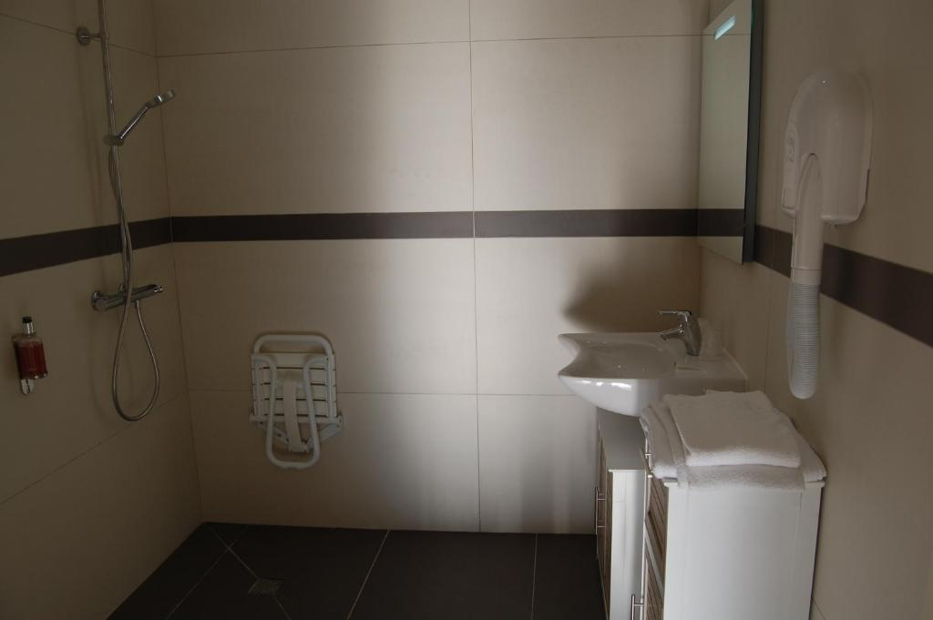 H tel l 39 escale p rigueux notre dame p rigueux - La douche perigueux ...