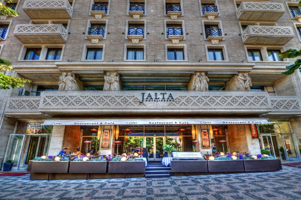 Jalta boutique hotel prague book your hotel with for The boutique hotel prague