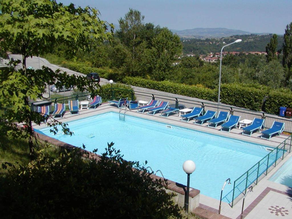 Hotel tortorina urbino prenotazione on line viamichelin for Piscina urbino