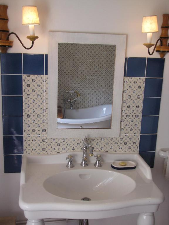 Les rosiers de cels aix villemaur p lis book your - Salle de bain maison ancienne ...