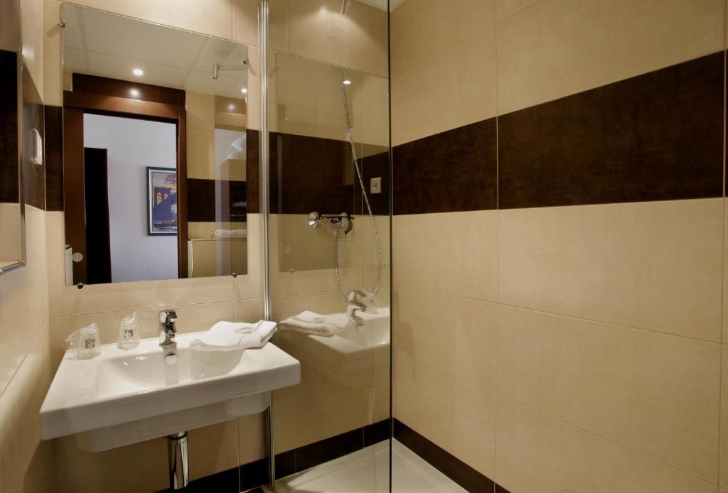 hotel gallieni gennevilliers. Black Bedroom Furniture Sets. Home Design Ideas