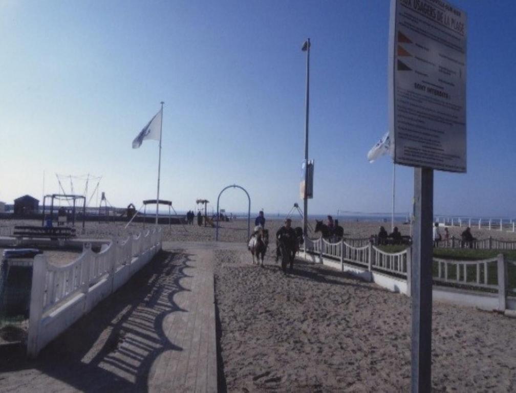 appartement au soleil couchant locations de vacances trouville sur mer. Black Bedroom Furniture Sets. Home Design Ideas