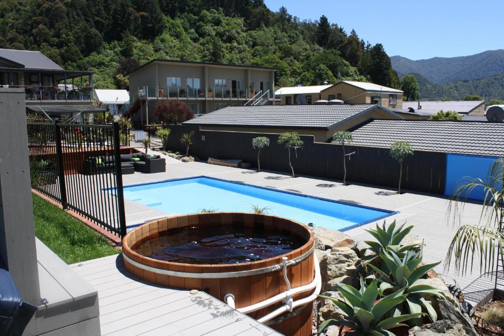 Havelock motels and motor lodge blenheim book your for Blue sea motor inn