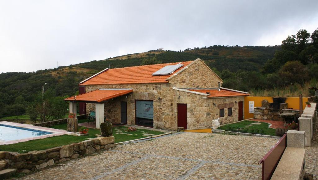 Villa casa de entre palheiros montalegre for Booking casas