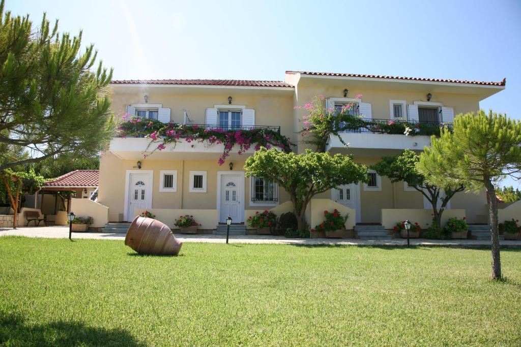 <div data-et-view=NAFQCDCcdXDPdFO:1</div Villa Carina