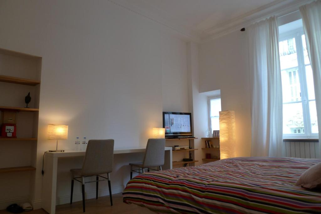 Maison d 39 h tes emma tiranty chambres d 39 h tes nice for Chambre d hotes nice