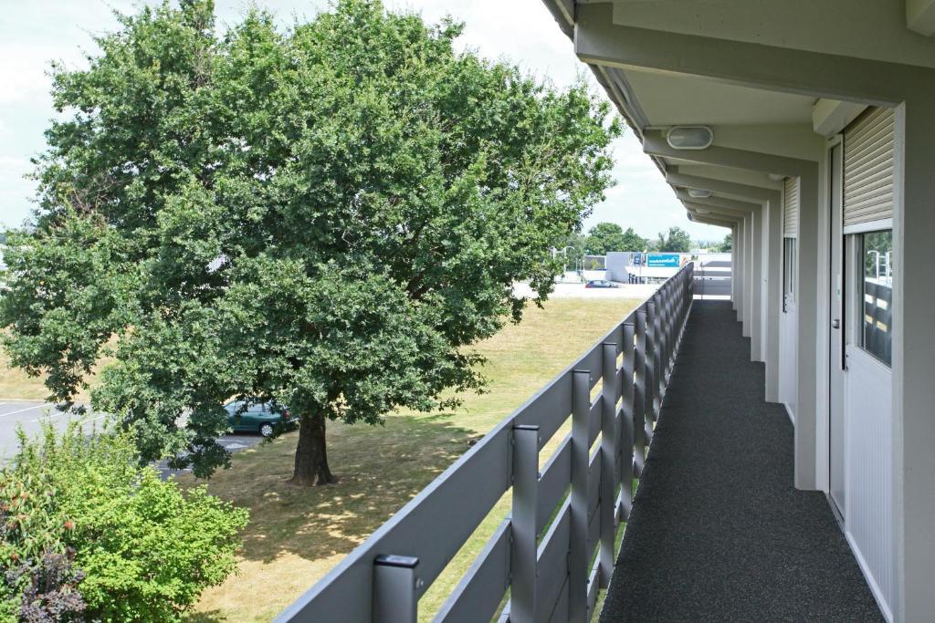 campanile angers ouest beaucouz beaucouz prenotazione on line viamichelin. Black Bedroom Furniture Sets. Home Design Ideas