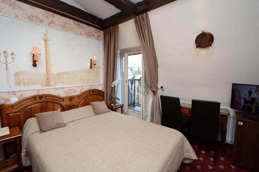 familia hotel paris. Black Bedroom Furniture Sets. Home Design Ideas