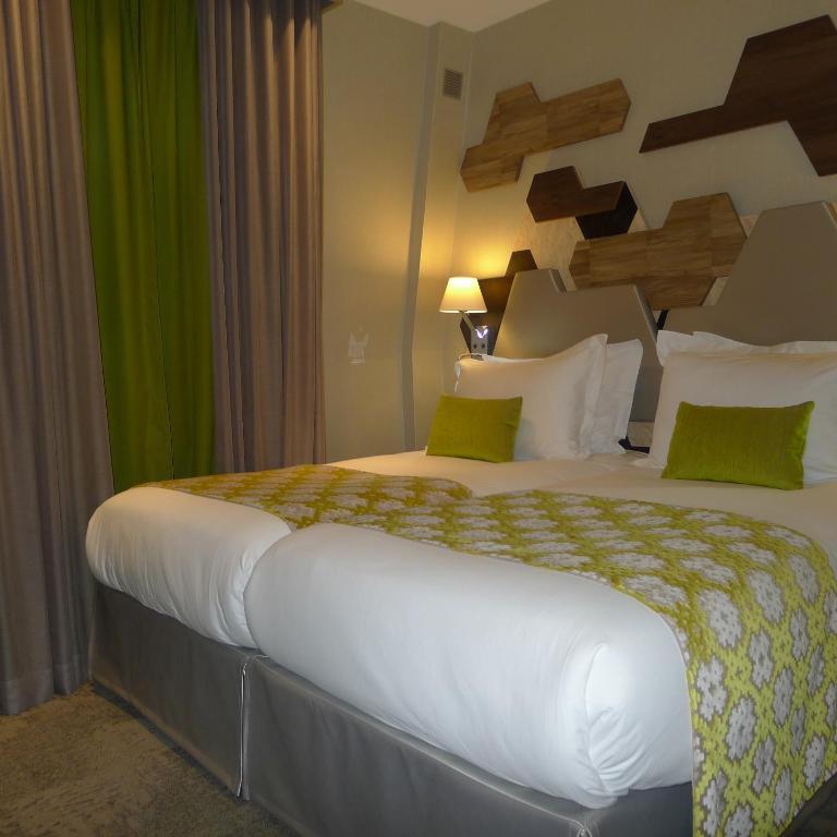 Hotel Wagram Paris Booking