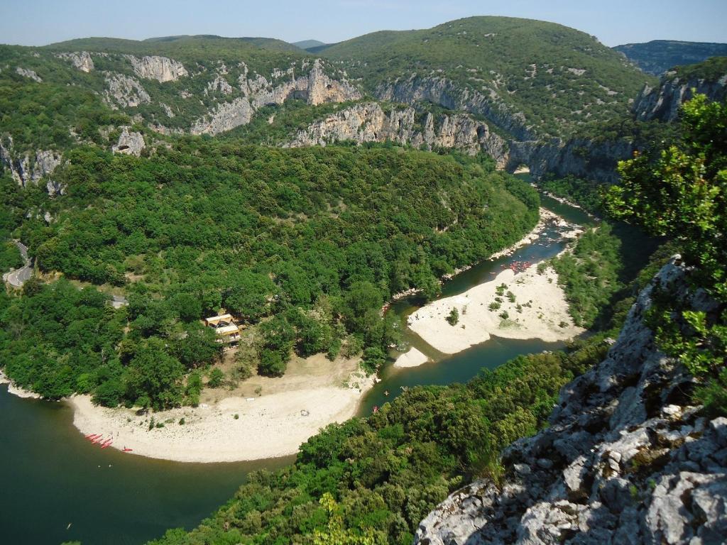 Prehistoric lodge ferienh user vallon pont d 39 arc - Office du tourisme de vallon pont d arc ...