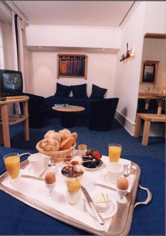 logis hotel le france villers le lac prenotazione on line viamichelin. Black Bedroom Furniture Sets. Home Design Ideas