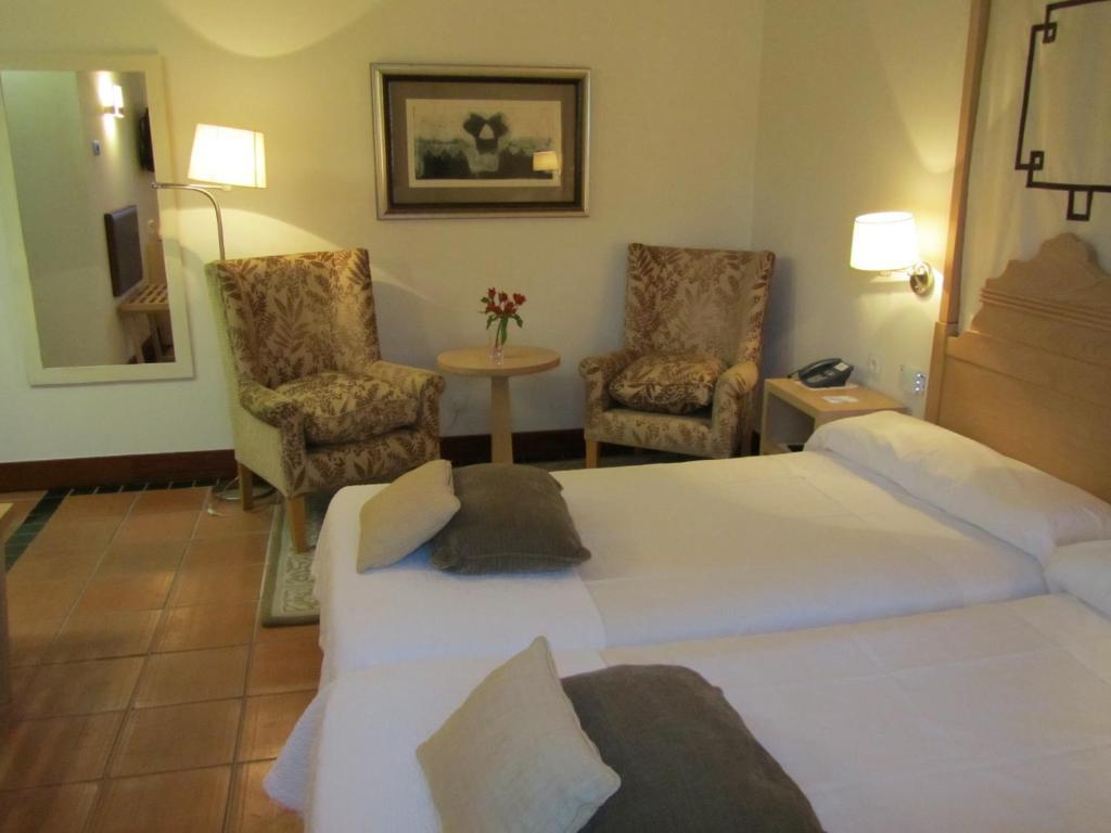 Parador de granada granada reserva tu hotel con viamichelin for Habitaciones familiares paradores