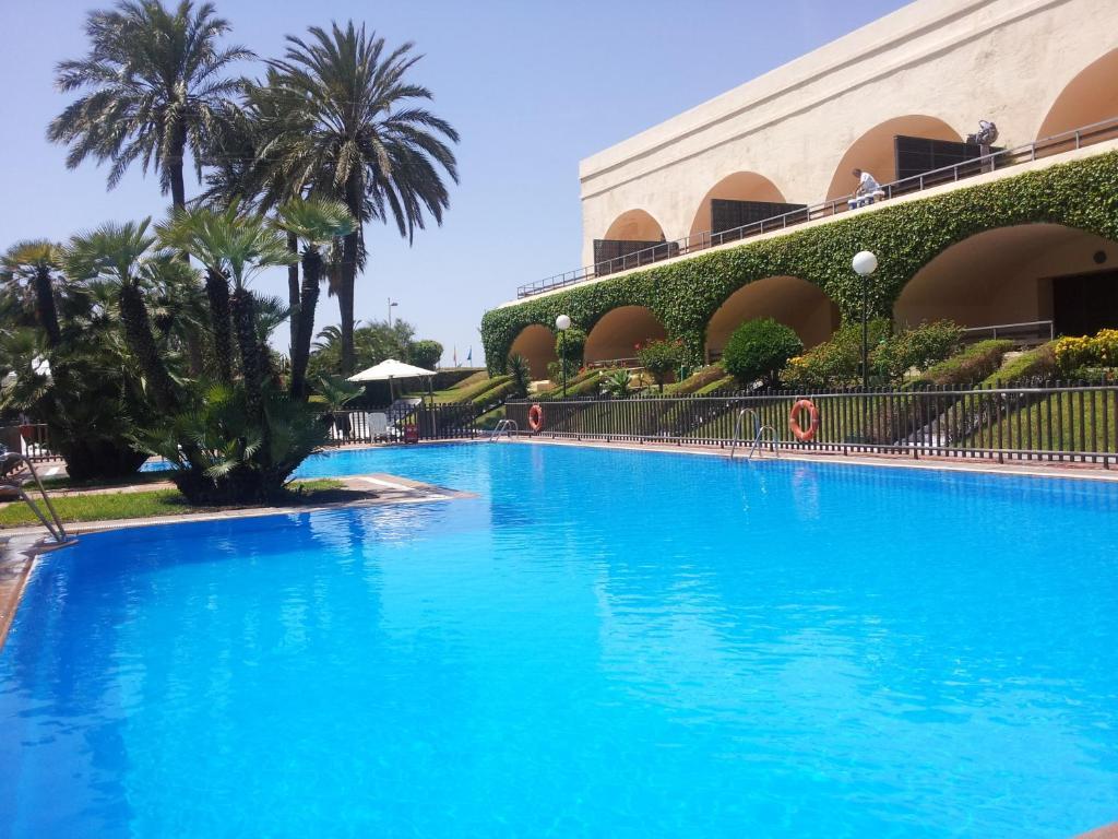 Parador de ceuta ceuta reserva tu hotel con viamichelin for Paradores con piscina climatizada