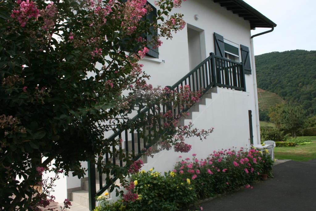 Appartement chez pascaline locations de vacances saint - Location appartement saint jean pied de port ...