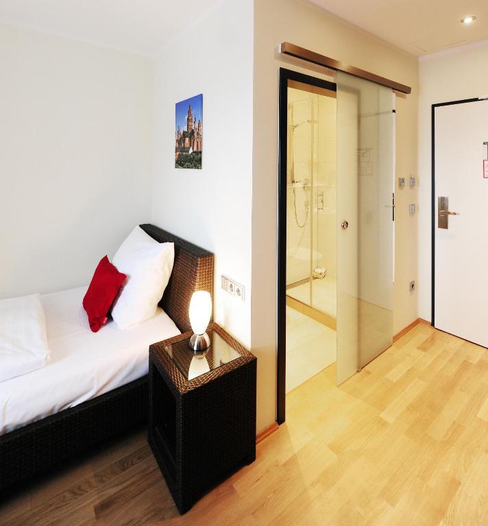 Guesthouse mainz mainz viamichelin informatie en online reserveren for Moderne toiletartikelen