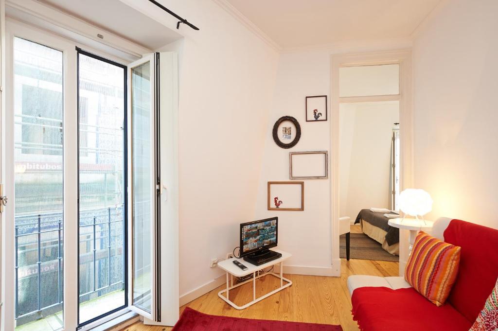 Portugal ways santos design apartments lisbon book for Only books design apartment 8