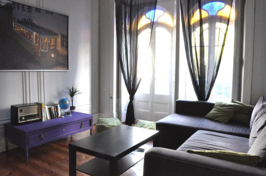 chambres d 39 h tes lisbon4u chambres d 39 h tes lisbonne. Black Bedroom Furniture Sets. Home Design Ideas