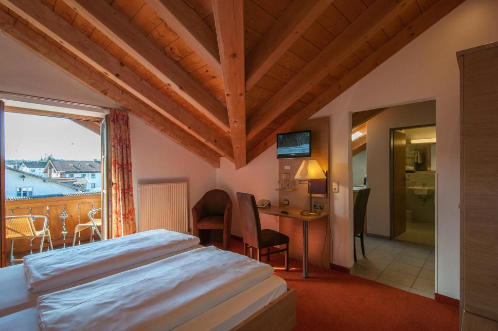 hotel garni sterff weilheim in oberbayern online booking viamichelin. Black Bedroom Furniture Sets. Home Design Ideas
