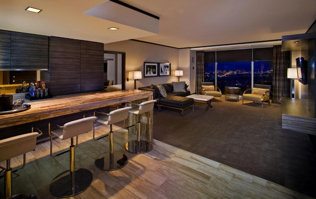 La sala de estar o bar de M Resort Spa & Casino