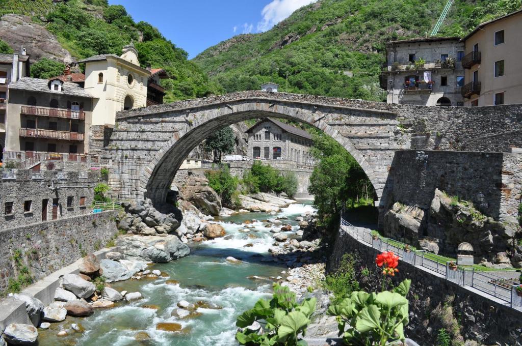 Chambres d 39 h tes mandou chambres d 39 h tes pont saint martin - Chambre d hote ligurie italie ...