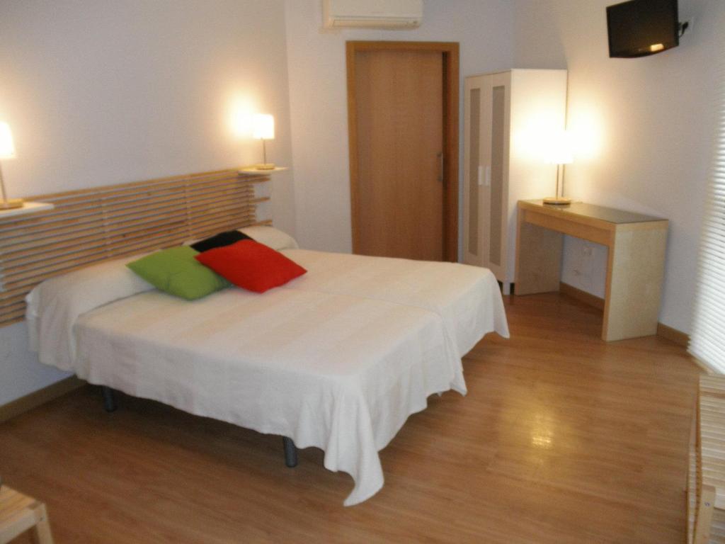 chambres d 39 h tes dormavalencia hostel chambres d 39 h tes valence. Black Bedroom Furniture Sets. Home Design Ideas