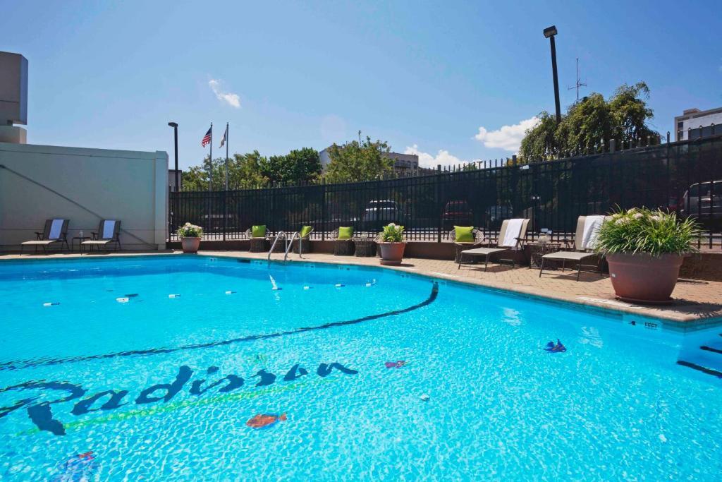 Radisson hotel new rochelle new rochelle online booking viamichelin for Manhattan public swimming pools