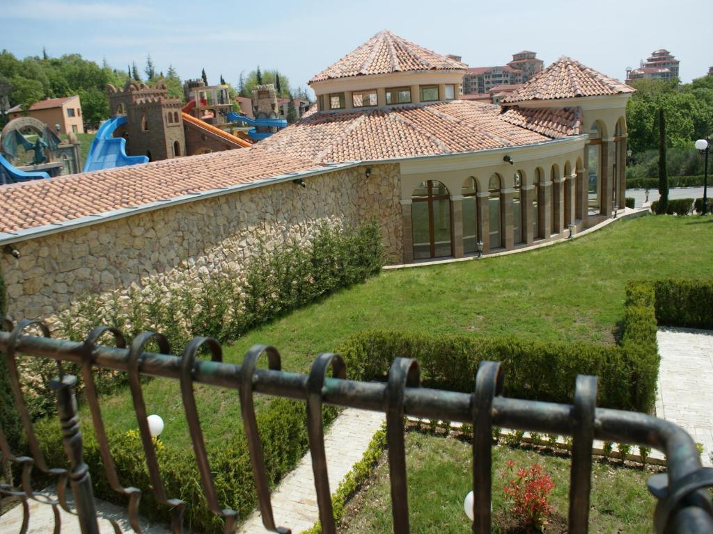 Gt villa romana apartments neseb r book your hotel for Villas romanas